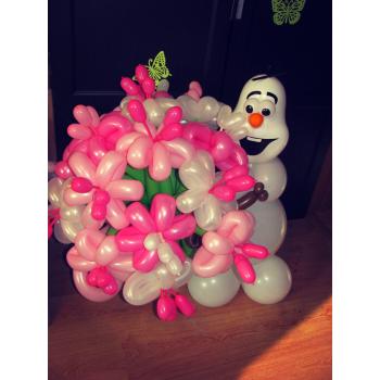 Снеговик с букетом